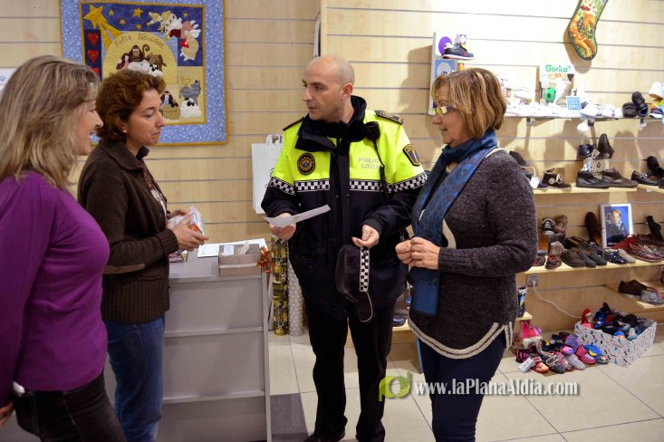 La Policía Local incrementa las patrullas a pie durante la campaña ... - La Plana al Dia